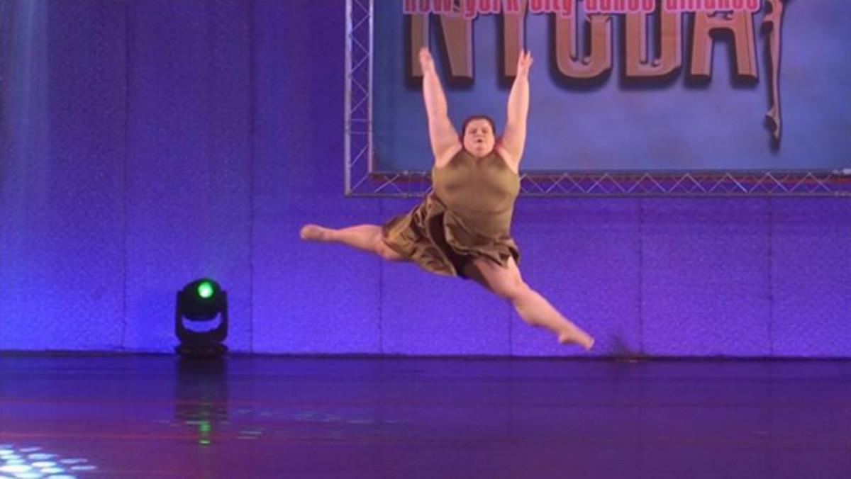 La bailarina Lizzy Howell durante una actuación.