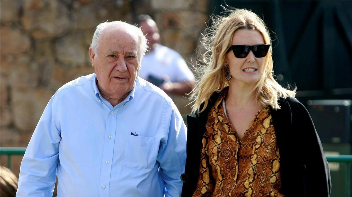 El fundador de Inditex Amancio Ortega y su hija, en el hipódromo de Casas Novas, el pasado julio.