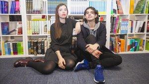 Los escritores y editores Luna Miguel y Antonio J. Rodríguez, en la sede de Random House.