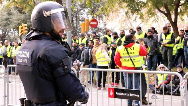 Los taxistas ya están concentrados frente al Departament de Territori.