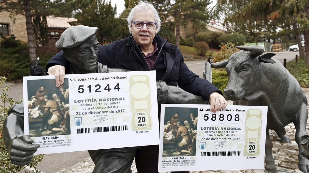 El lotero de La Bruixa d Or de Sort, Xavier Gabriel, está siguiendo el Sorteo de Loteria de Navidad desde Navarra.