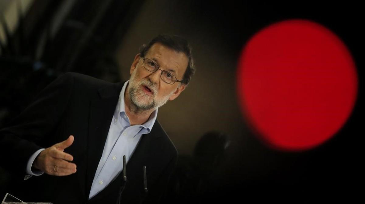 Mariano Rajoy comparece en el Congreso para anunciar que se presenta a la investidura.