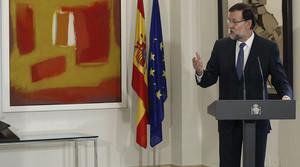 Mariano Rajoy, este viernes, en la Moncloa, en el acto en que ha impuesto a Rafa Nadal la Medalla al Mérito en el Trabajo.