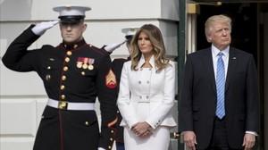 Donald Trump y su esposa, Melania, esperan la llegada del primer ministro israeli Benjamin Netanyahuy de su mujer,Sara,en la Casa Blanca, el 15 de febrero.