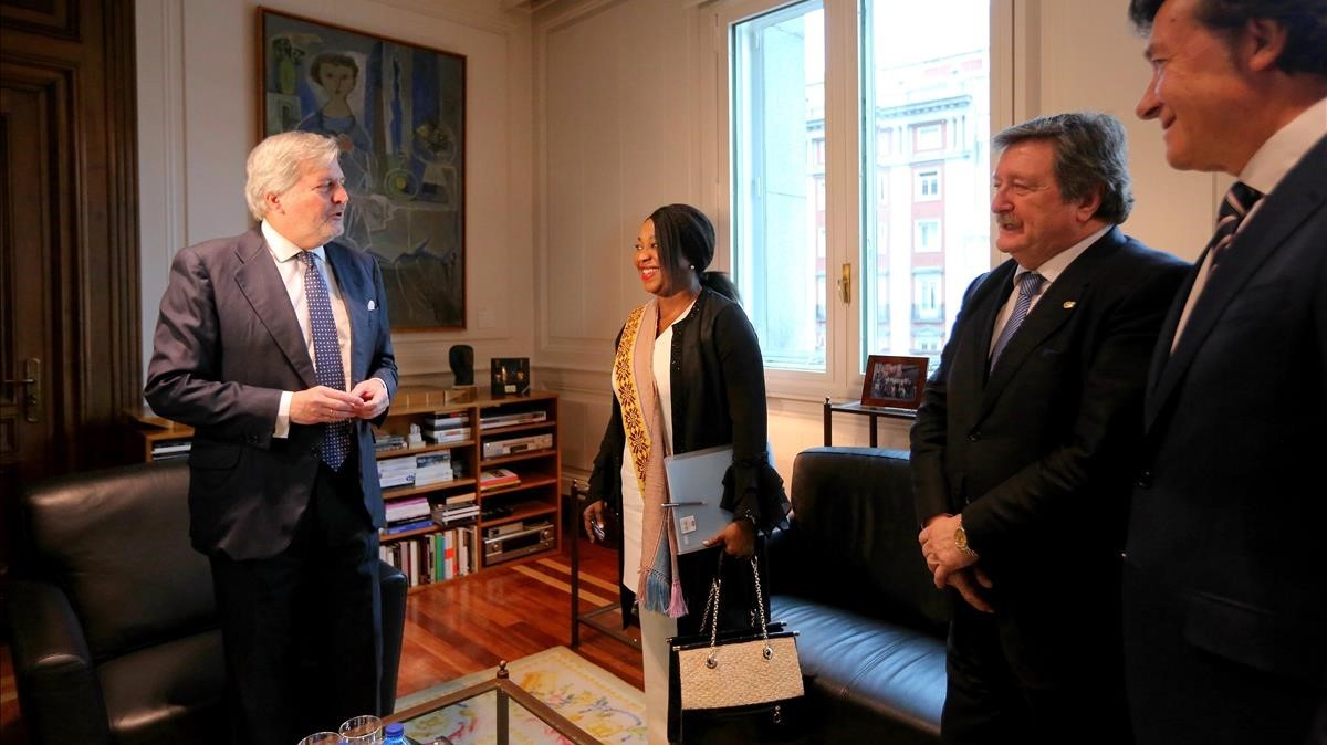 Méndez de Vigo, Fatma Moura, Juan Luís Larrea y José Ramón Lete, en la reunión de este lunes