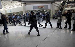 La Policía de Nicaragua persiguiendo opositores y periodistas.
