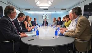 Casado reúne a la nueva cúpula del PP tras sus palabras sobre los inmigrantes