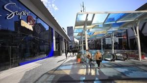 Una de las calles que cruzan el nuevo espacio comercial Glòries.