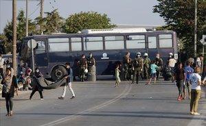 Operación policial en Moria para trasladar a los inmigrantes de Moria a un nuevo campo tras el incendio.