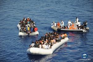 Operación de rescate de inmigrantes de la Eunavfor.