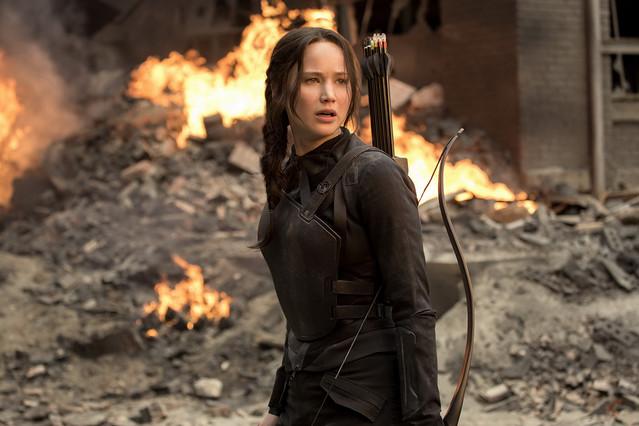Jennifer Lawrence, en una escena de la película Los juegos del hambre: Sinsajo parte 1.