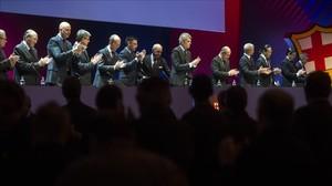 El presidente Josep Maria Bartomeu y su junta directiva se presenta a los compromisarios durante la asamblea extraordinaria del FC Barcelona.