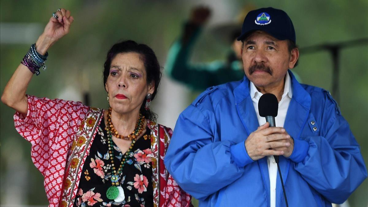 El presidente nicaragüense, Daniel Ortega, y su mujer la vicepresidenta, Rosario Murillo, en un mitin sandinista el pasado sábado en Managua.