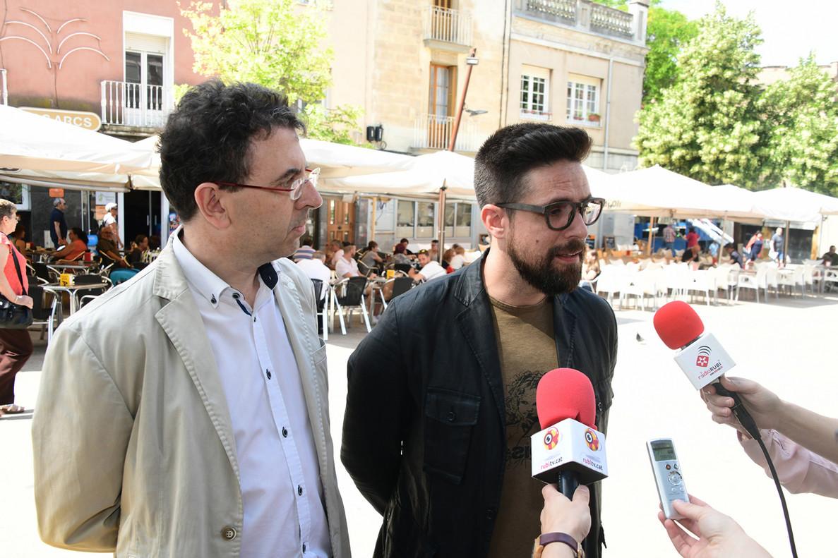 El regidor Moisés Rodríguez y Jordi Pietx (Ecoembes) durante la presentación de la campaña