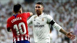 Correa recrimina a Ramos el manotazo que le propinó durante el derbi disputado este sábado en el Bernabéu.