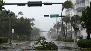 L''Irma' desencadena un infern d'aigua i vent a Florida
