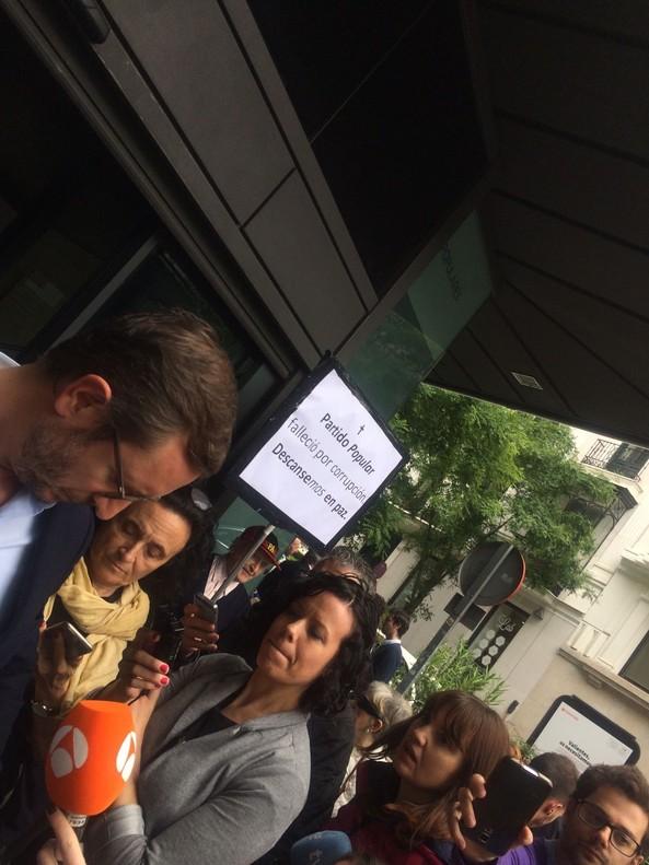 """La ex jefa de prensa de Rajoy, a un jubilado crítico: """"Ya veremos a quién vota cuando le bajen la pensión"""""""