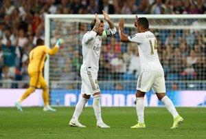 Sergio Ramos (i) y Casemiro celebran un gol del Madrid ante el Brujas.
