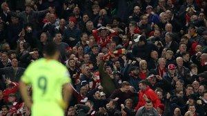 Suárez, abatido en Anfield tras la eliminación europea contra el Liverpool.