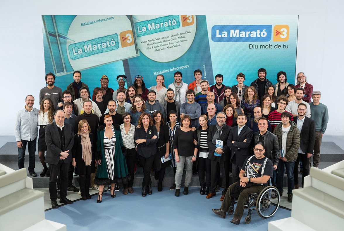 Parte del equipo de colaboradores del disco y libro de La Marató del 2017.