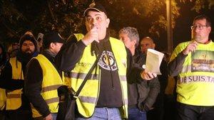 Tito Álvarez, portavoz de Élite Taxi, dirigiéndose a sus compañeros tras la reunión del pasado 22 de enero.