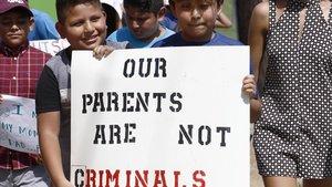 Un grupo de niños, hijos de inmigrantes, protestan contra la política de Trump en Canton, en el condado deMadison.