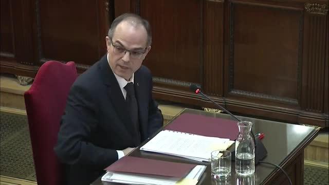 El exconseller Jordi Turull ha asegurado que por un auto del Tribunal Constitucional que no merece reproche penal lleva un año en la cárcel, cuando el Gobierno de España incumple cada día lo que dicta el tribunal de garantías y aquí no pasa nada.
