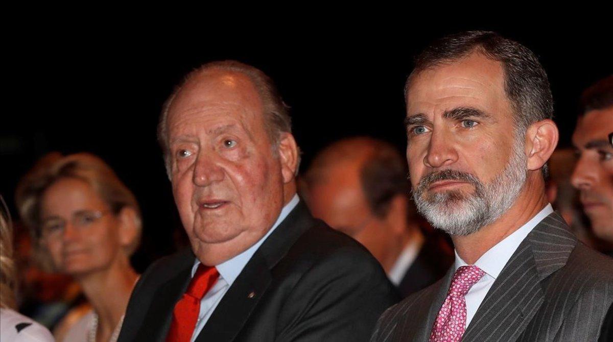 Felipe VI y su padre,Juan Carlos, en mayo, en la presentación del Informe Cotec 2018, sobre investigación e innovación en España.
