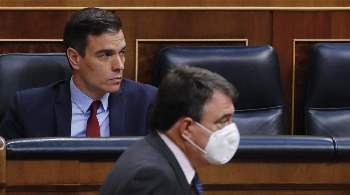 Pedro Sánchez y el portavoz del PNV, Aitor Esteban, el pasado 20 de mayo en el Congreso.