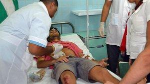 Uno de los heridos en el accidente de tráfico ocurrido en Cuba este jueves, en el que han muerto al menos siete personas.