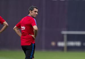 Ernesto Valverde, durante el entrenamiento de este martes en Sant Joan Despí.