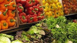 Verduras en una tienda.