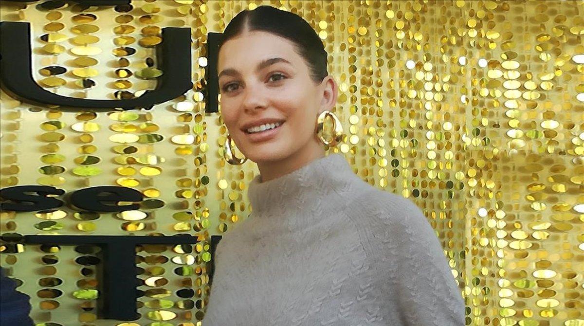 Camilla Morrone, novia de Dicaprio, posa en la 080 Barcelona Fashion durante un acto de promoción.