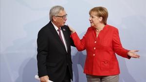 Jean Claude Juncker y Angela Merkel, en la cumbre del G-20 del pasado mes de julio en Hamburgo.
