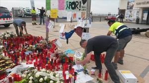 Cambrils també retira les ofrenes a les víctimes de l'atemptat