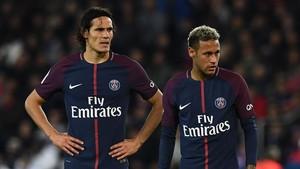 Los jugadores del PSG Cavani y Neymar, dos de las estrellas de la Liga francesa de fútbol.