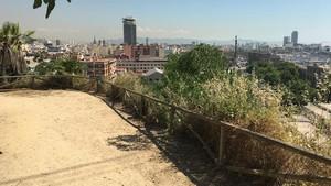 El lugar por donde se precipitó José Antonio González, en Montjuïc.