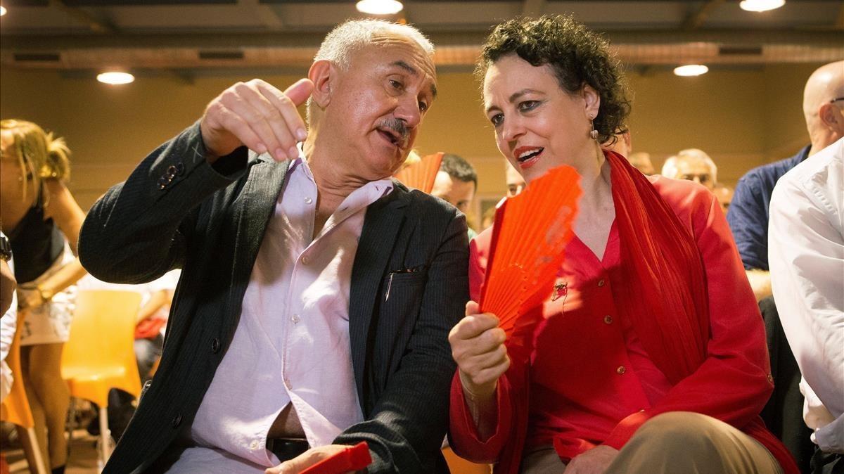 Josep Maria Álvarez, con la ministra de Empleo, Magdalena Valerio, durante los actos celebrados este domingo en Barcelona.
