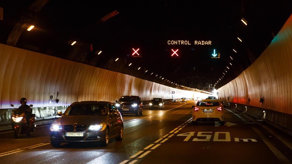 El primer tramo del túnel de Vallvidrera, donde los coches circulan de frente y sin separación.