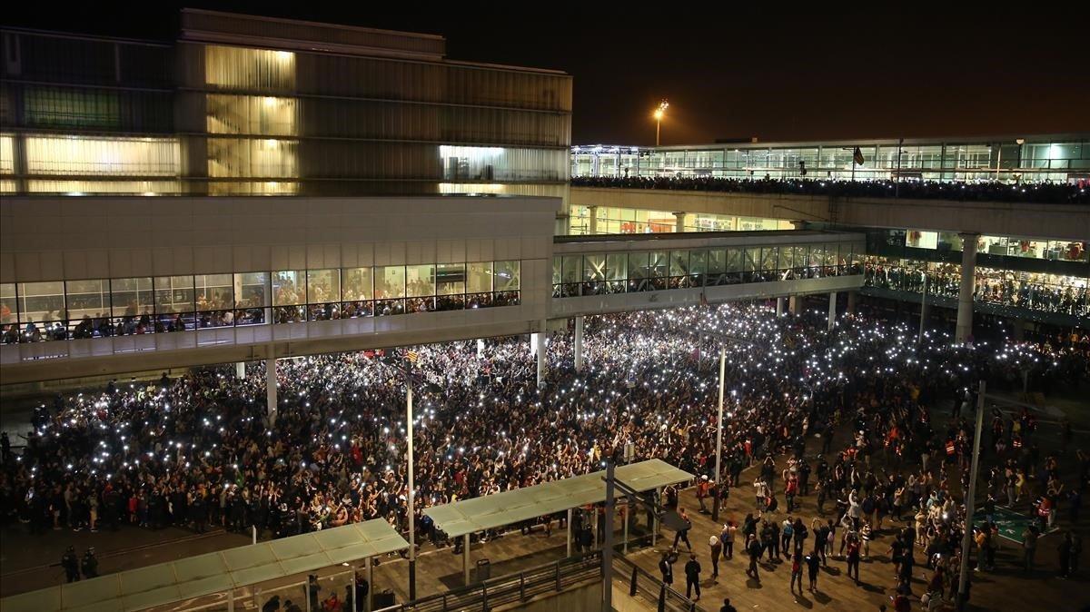 Manifestantes en el Aeropuerto de El Prat.