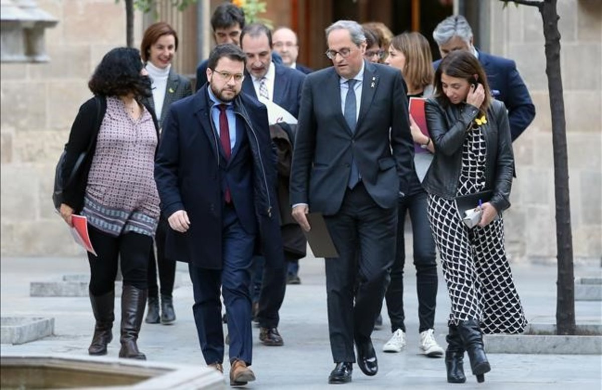 El 'president' Quim Torra y el 'vicepresident' Pere Aragonès llegan a la mesa de partidos catalanes.
