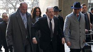 Harvey Weinstein acude al juzgado, este miércoles.