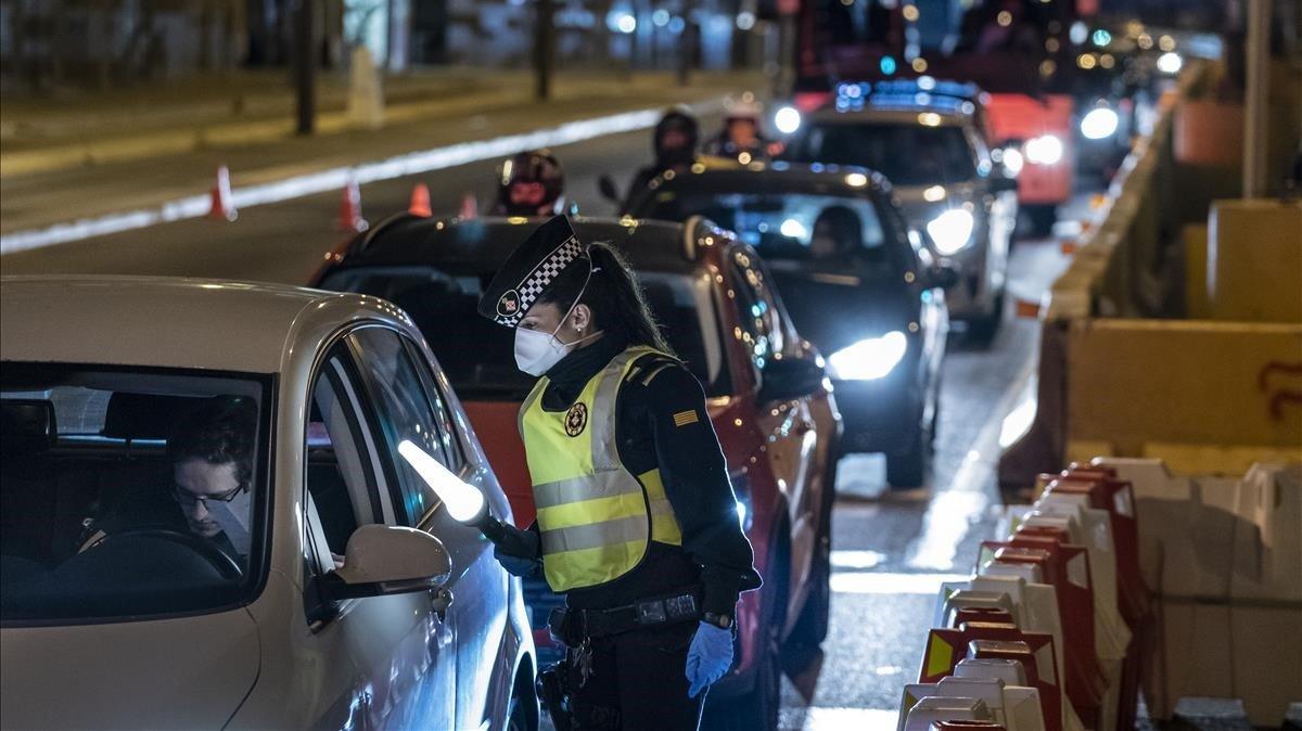 La Guàrdia Urbana fa controls nocturns per impedir anar a segona residència