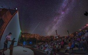Contemplando los cuerpos celestes desdeel observatorio astronómico de Albanyà (Alt Empordà).