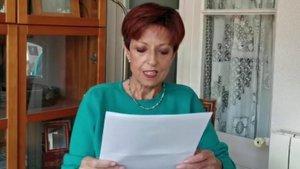 Montse Otzet, leyendo el documento que eleaboró para el último Día Internacional de la Danza el pasado 29 de abril.