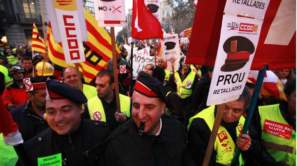 Milers de funcionaris dels cossos de seguretat es manifesten pel centre de Barcelona