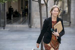 Neus Munté a larribar a la reunió del Govern al Palau de la Generalitat.