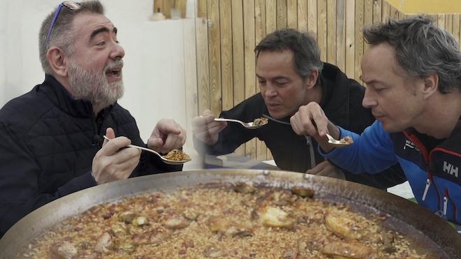 Els germans Torres homenatgen el seu pare amb una paella (i alguns trucs)