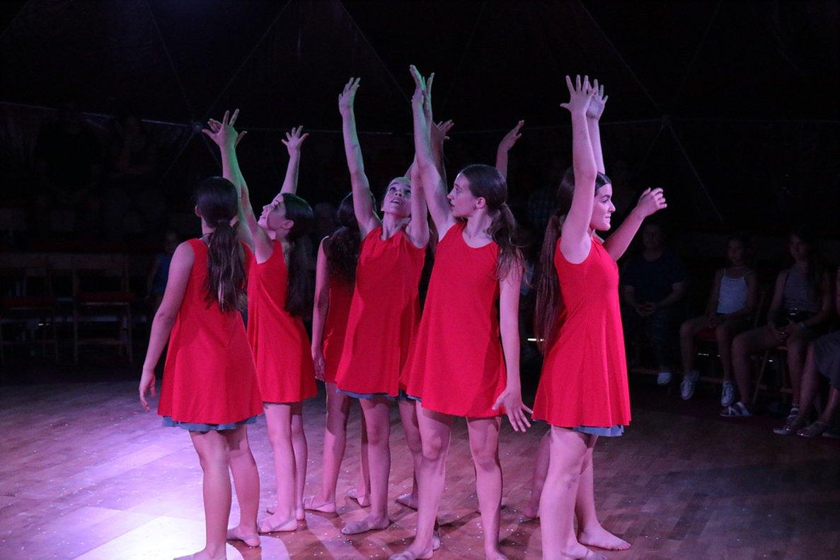 El espectáculo está interpretado por ocho asombrosas chicas.
