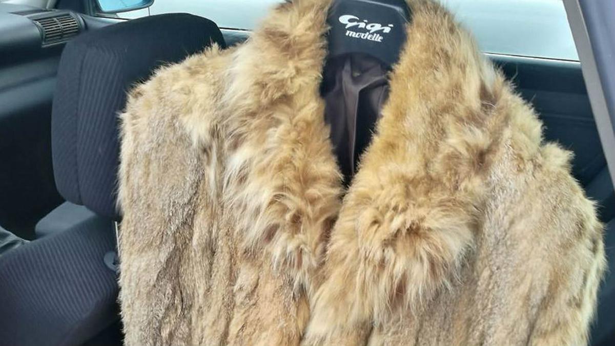 la mejor actitud 10dcb d1f7c Un hombre, denunciado por poner a la venta un abrigo de ...